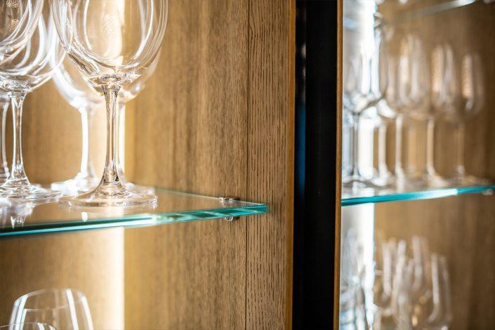 mensola di mobile design in vetro