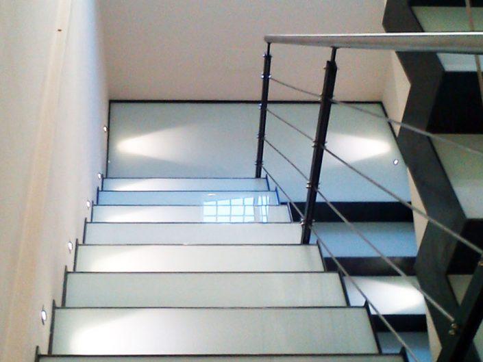 rivestimento scala con vetro e ferro cerato