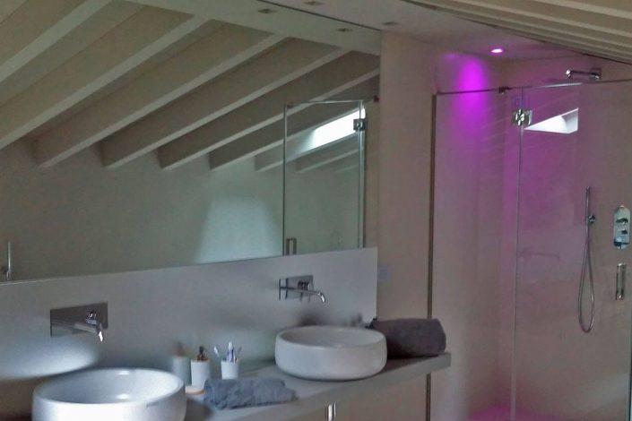 Box doccia in vetro extrachiaro mfl temperato con due fissi e porta a battente completo di braccetti