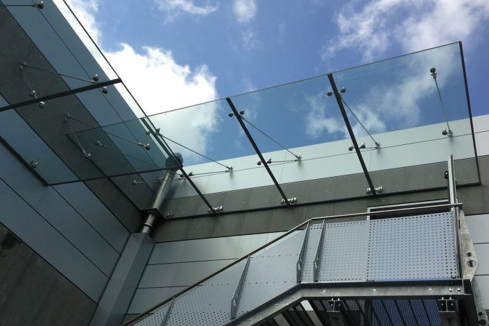 pensilina in vetro temperato/stratificato